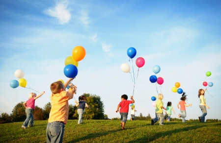 gallery/children_playing_with_balloons_1 - kopie